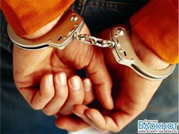 В Геленджике двое ограбили женщину сразу после знакомства