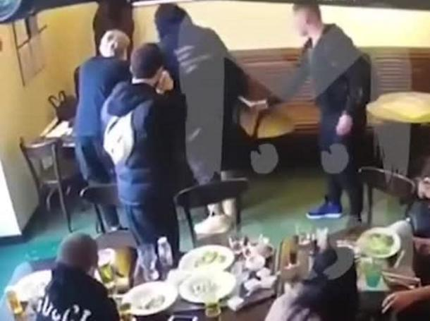 ФК «Краснодар» прокомментировал драку в московском кафе с участием Павла Мамаева