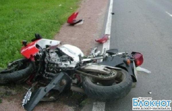 В Адыгее произошла авария с участием трех мотоциклов и легковушки