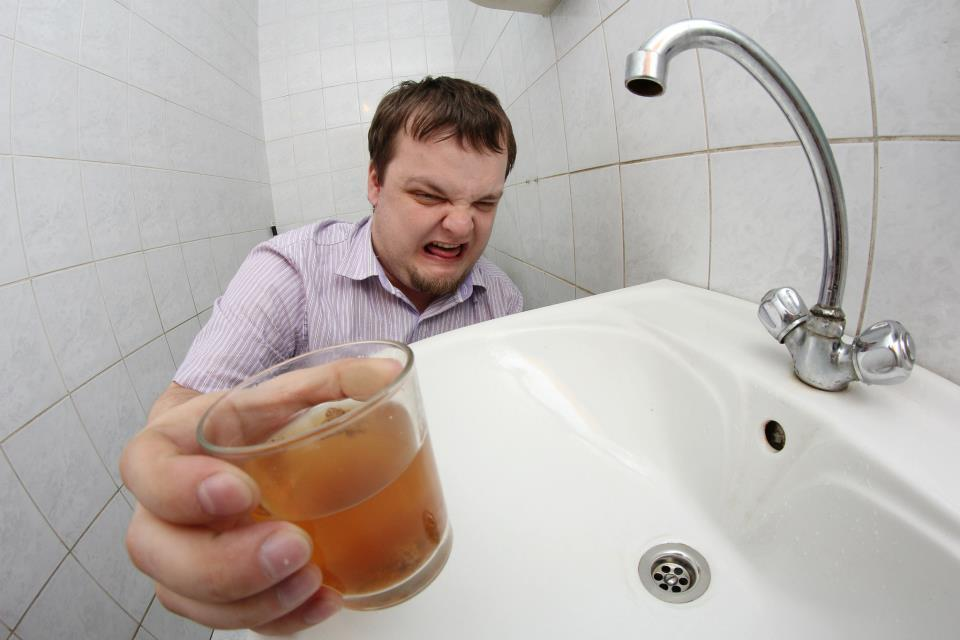 Жителей Новороссийска начали госпитализировать из-за грязной воды в домах
