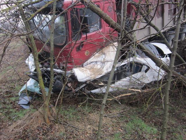 Легковушка попала под колеса грузовика в Северском районе