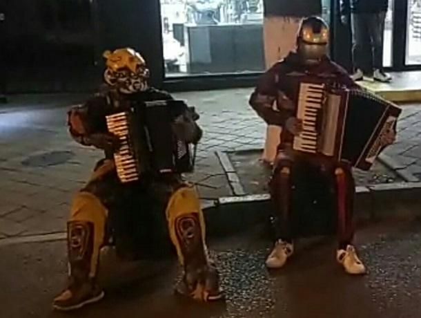 Это не глюк: Бамблби и Железный человек сыграли на аккордеонах на Красной