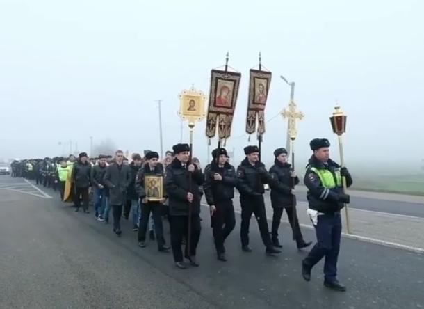 Сотрудники ГИБДД под Краснодаром с иконами пытались победить ДТП