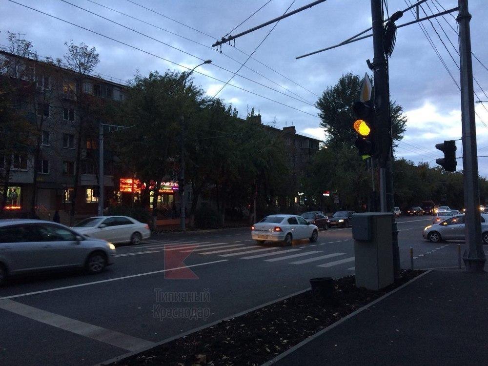 «Он там не нужен!» - краснодарцы о новом светофоре, появившемся в городе