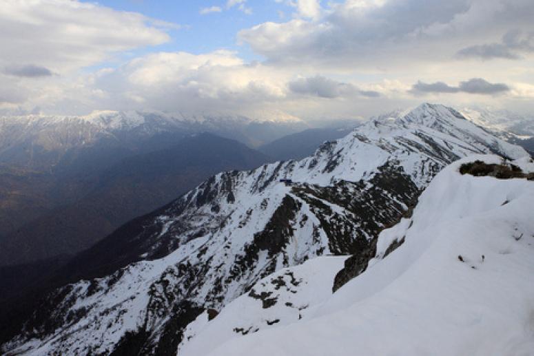 Снегом засыпало горнолыжные курорты в Сочи