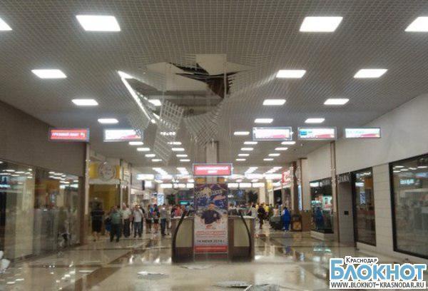 В краснодарском торговом центре «Красная площадь» обвалилась крыша