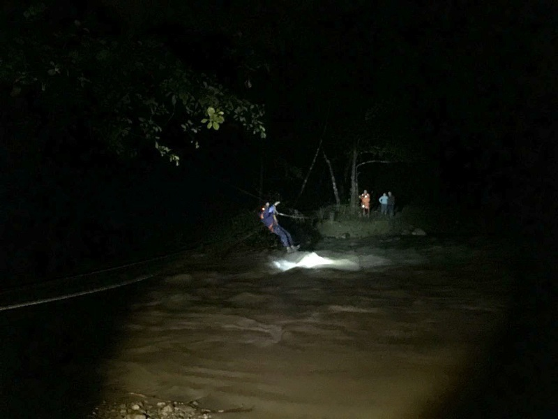 Спасатели Сочи вытащили из леса молодого человека с девушкой