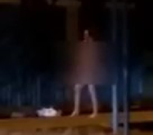Стриптиз станцевала девушка в центре Новороссийска