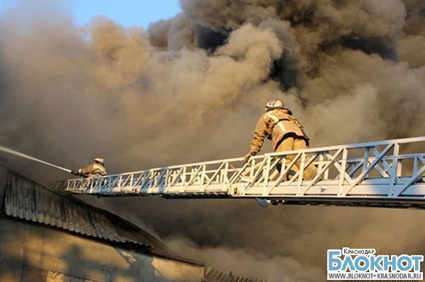 В Краснодарском крае загорелся цех по производству полиэтилена