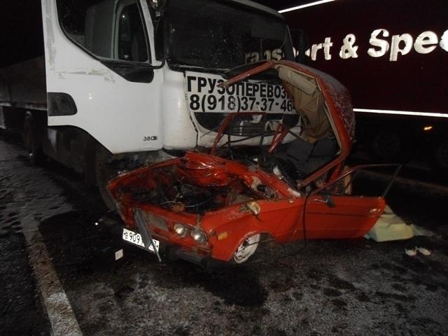 На Кубани из-за столкновения с грузовиком водитель и двое пассажиров «жигулей» погибли