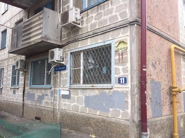 В Краснодаре пять этажей жилого дома полностью залило водой