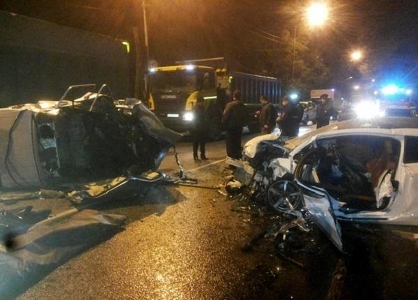 В Сочи спасатели извлекли из автомобиля тела погибших в аварии
