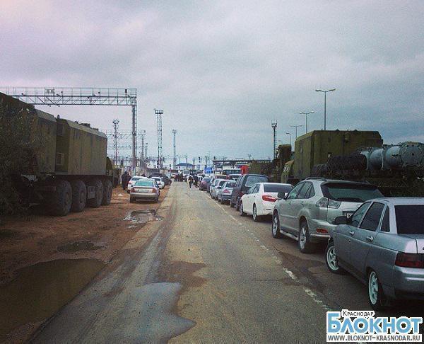 В порту «Кавказ» образовалась очередь из-за шторма