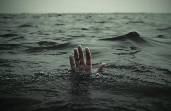 В Сочи женщина сорвалась с причала в воду
