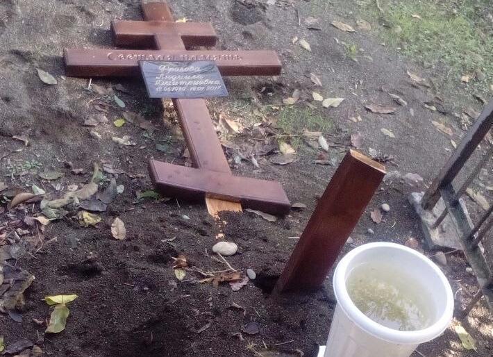 В Сочи вандалы разгромили кладбище в Олимпийском парке