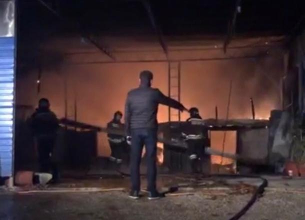 В Сочи пожар в частном доме тушили около часа