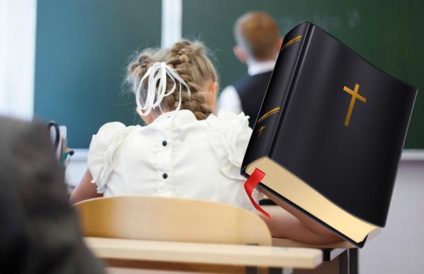 «Детей заставляют читать Библию», - заявили родители краснодарских первоклашек