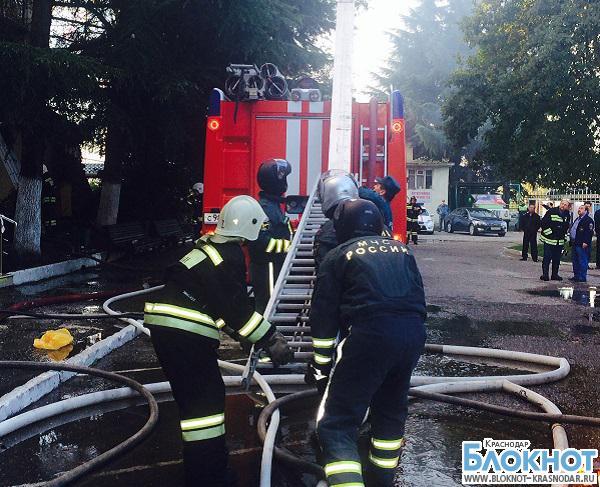 В Сочи потушили пожар в двухэтажном доме
