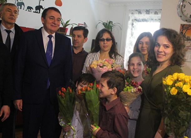 Аттракцион невиданной щедрости устроил мэр Сочи Пахомов