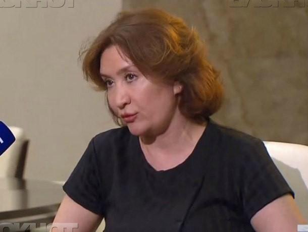 Голос, похожий на Елену Хахалеву, рассказал, что думает о скандале, проверках и народе