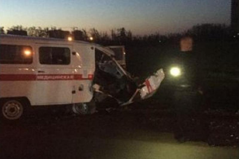 В Краснодаре после ДТП госпитализировали водителя машины скорой помощи