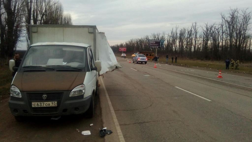 НаКубани пассажирка ГАЗели погибла втройном ДТП